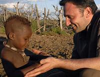 Frédéric Lopez lance le loto bingo humanitaire